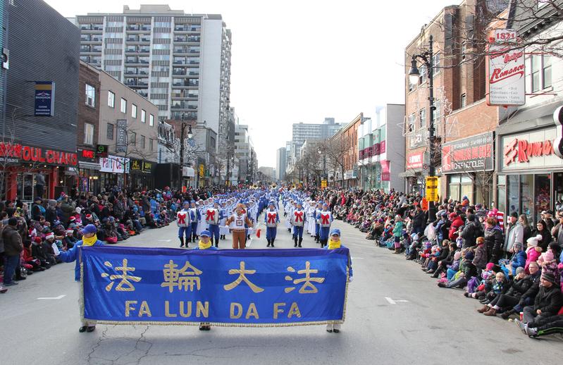 2015-11-22-minghui-montreal-christmas_parade-01
