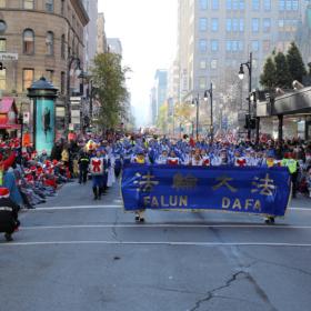 2016.11.23 Montreal Santa Claus parade (Défilé de Noël), Montreal, Québec, Canada